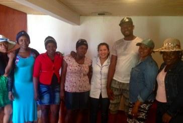 Con la confección de tarjetas traductoras las Estudiantes de Atención de Enfermería colaboran en la integración de la comunidad Haitiana.