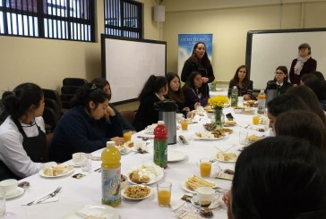 Saludando a nuestras Alumnas madres en el Día de la Madre